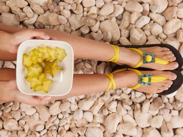 סנדל קיץ עם שרוכים קצרים – צהוב