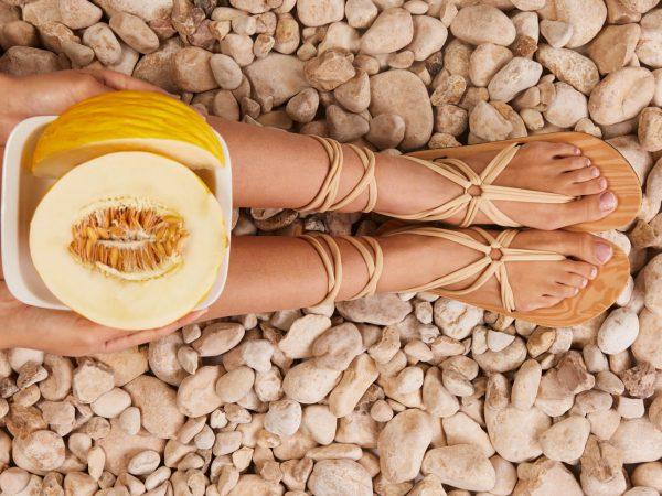 סנדל קיץ עם שרוכים ארוכים – בז׳
