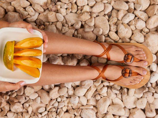 סנדל קיץ עם שרוכים קצרים – חום ברונזה