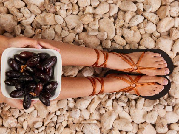 סנדל קיץ עם שרוכים ארוכים – חום ברונזה