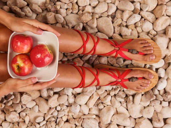סנדל קיץ עם שרוכים ארוכים – אדום