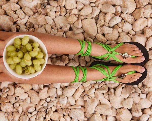 סנדל קיץ עם שרוכים ארוכים -ירוק תפוח