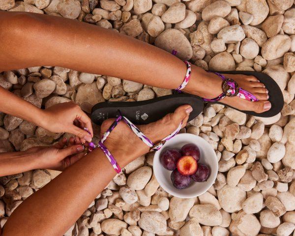 סנדל קיץ עם שרוכים קצרים – ורוד/סגול