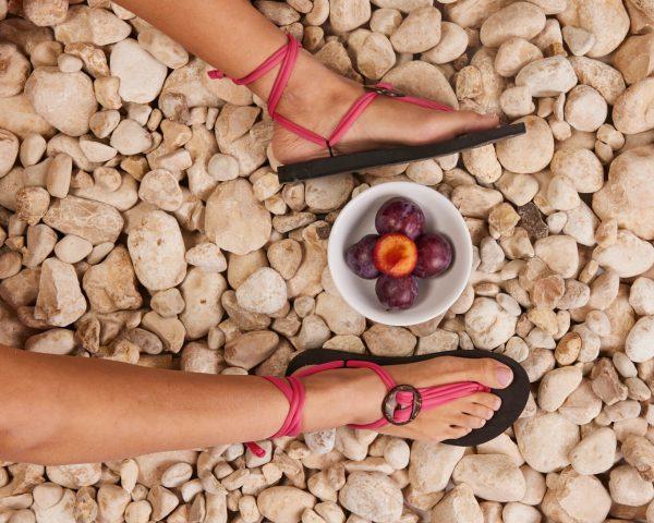 סנדל קיץ עם שרוכים קצרים – ורוד