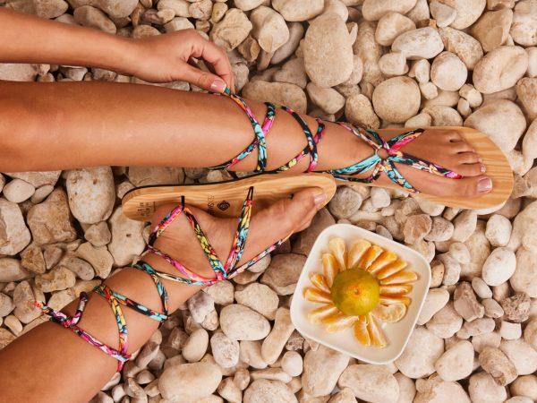 סנדל קיץ עם שרוכים ארוכים – צבעוני