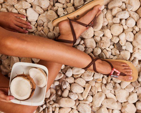 סנדל קיץ עם שרוכים קצרים – חום