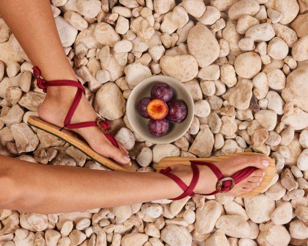 סנדל קיץ עם שרוכים קצרים – בורדו
