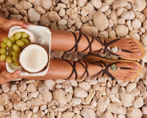 סנדל קיץ עם שרוכים ארוכים – חום