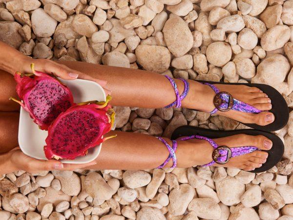 סנדל קיץ עם שרוכים קצרים – פרח הלילך (סגול/ורוד)