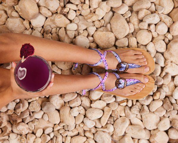 סנדל קיץ עם שרוכים קצרים – סגול ורוד לבן