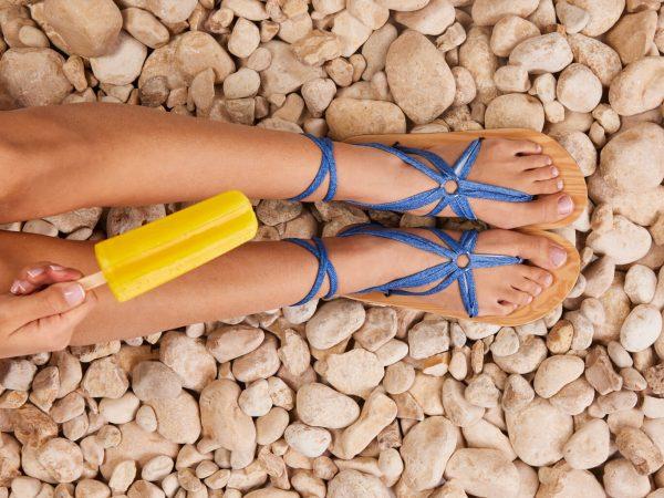 סנדל קיץ עם שרוכים ארוכים – כחול ג׳ינס