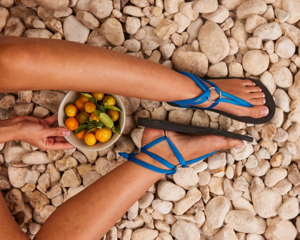 סנדל קיץ עם שרוכים קצרים – כחול פסיפי