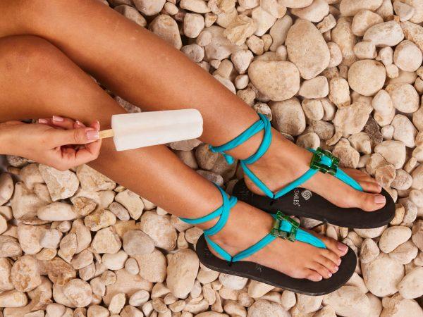 סנדל קיץ עם שרוכים קצרים – תכלת