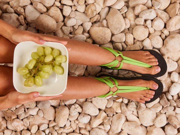 סנדל קיץ עם שרוכים קצרים – ירוק תפוח