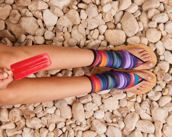 סנדל קיץ עם גרב עליונה – צבעוני