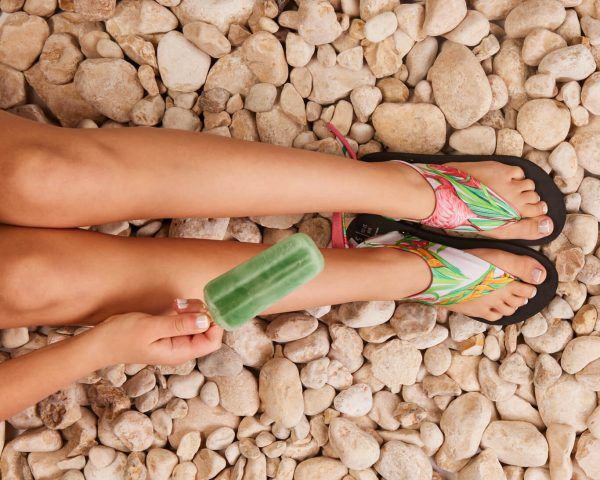 סנדל קיץ עם גרב עליונה – גן שושנים