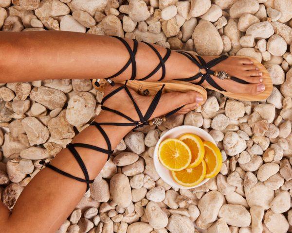 סנדל קיץ עם שרוכים ארוכים – שחור