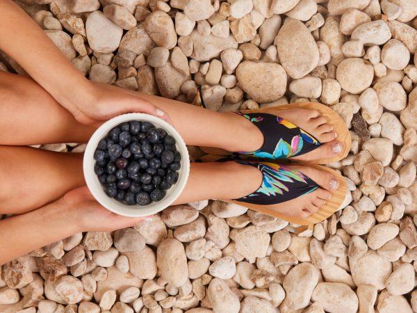 סנדל קיץ עם מיני גרב – שחור ותכלת