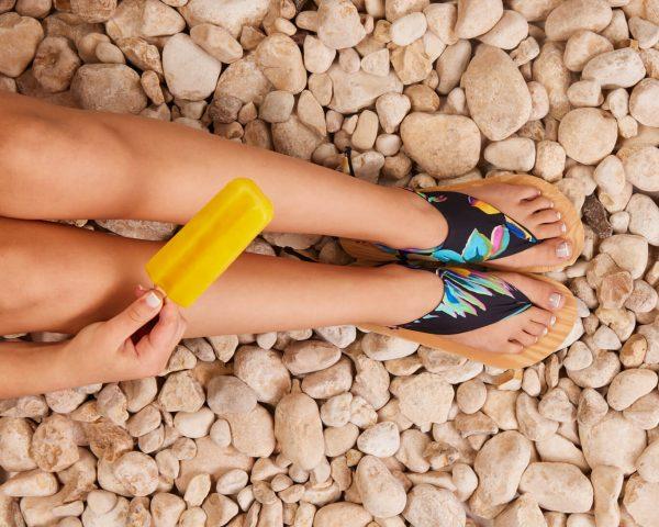סנדל קיץ עם גרב עליונה – שחור ותכלת