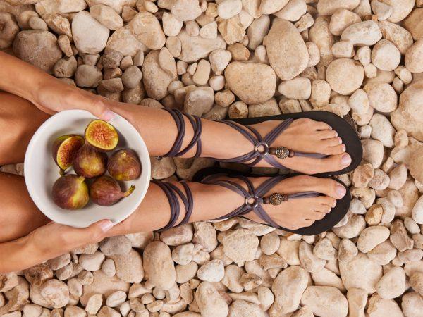 סנדל קיץ עם שרוכים ארוכים – אפור