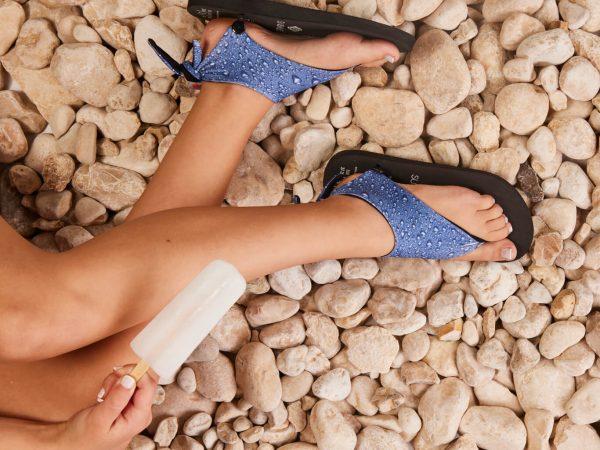 סנדל קיץ עם מיני גרב – טיפות מים