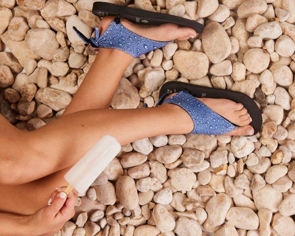 סנדל קיץ עם גרב עליונה – טיפות מים